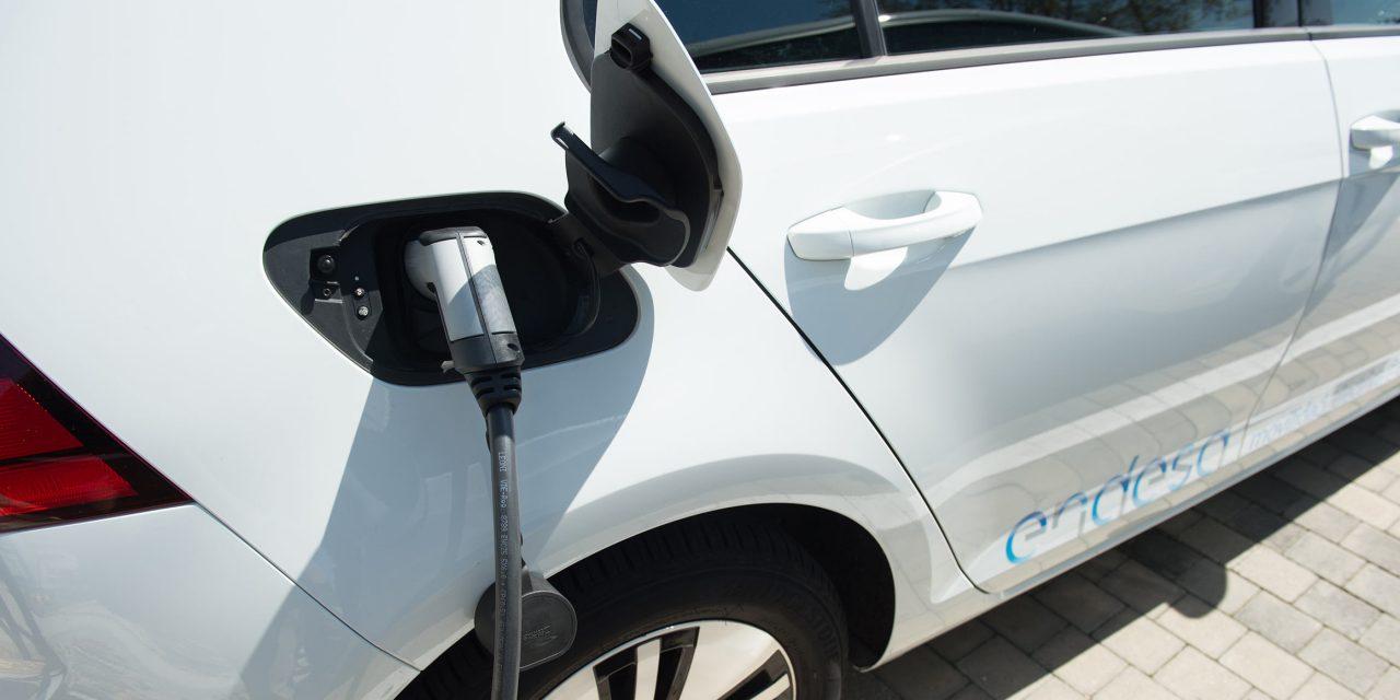 """Endesa y Athlon lanzan OneElectric: el primer renting eléctrico """"Todo Incluido"""" del mercado"""